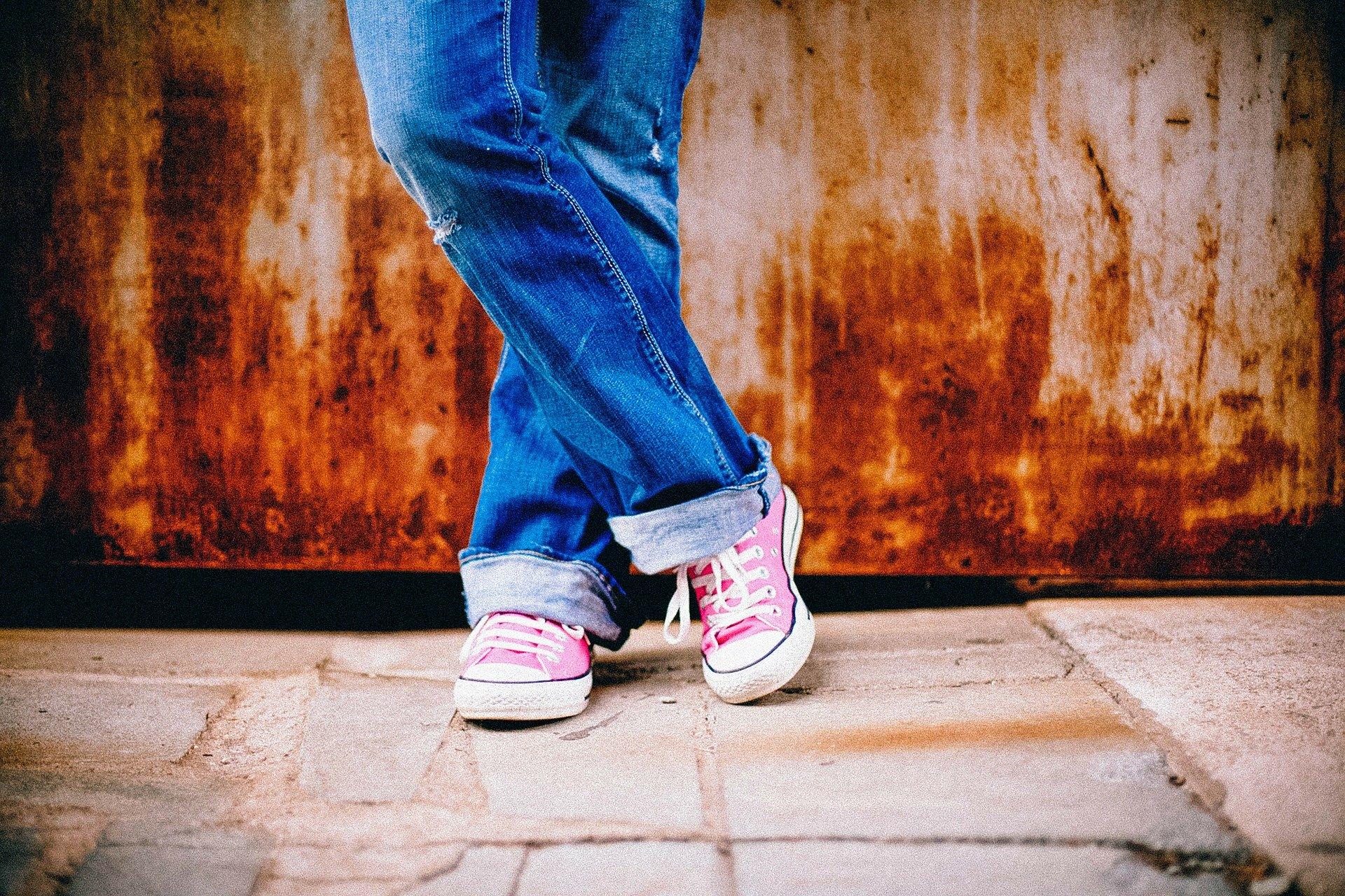 pies adolescente mujer
