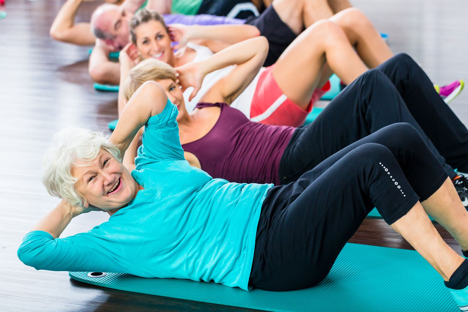ejercicios-abdominales-persona-mayores
