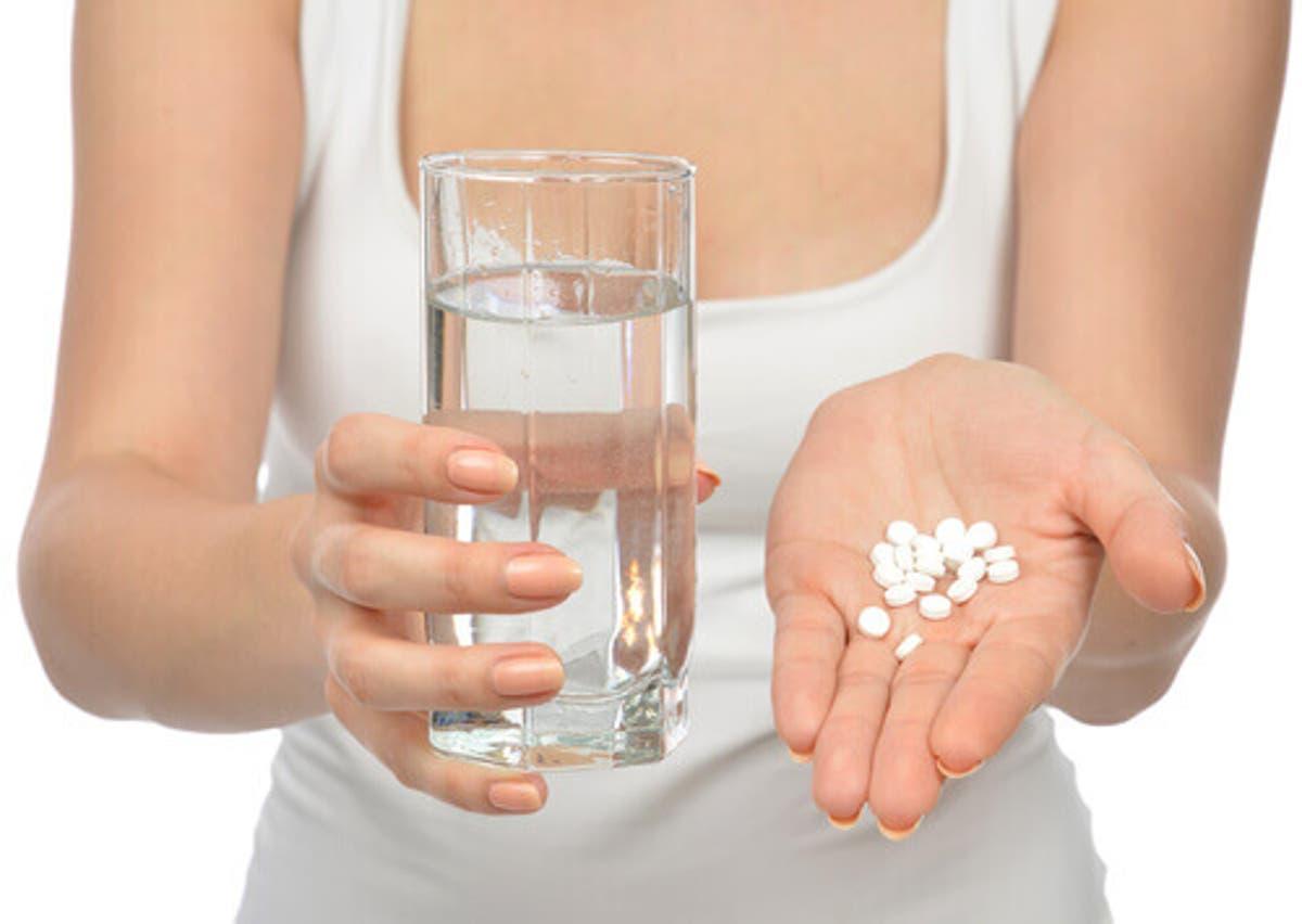 mujer pastillas agua